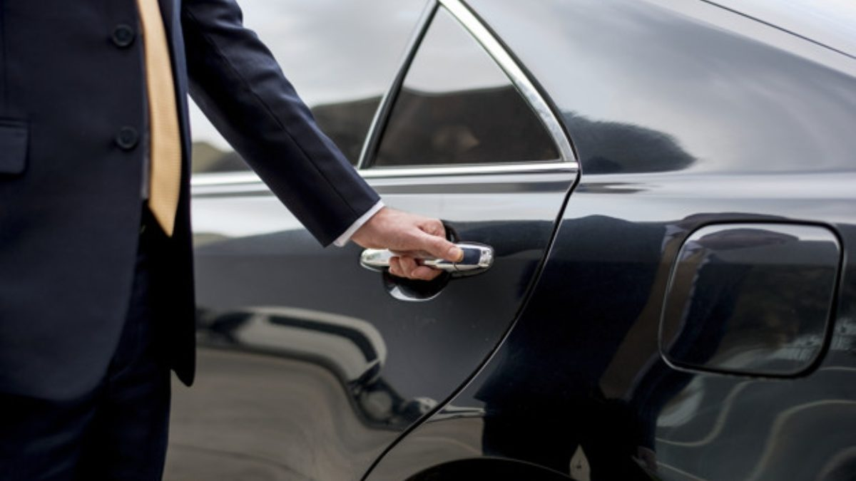 The Ultimate Checklist to Choosing a Chauffeur Service Company for Your Galveston Vacation
